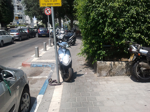 moto-pavement-parking-3
