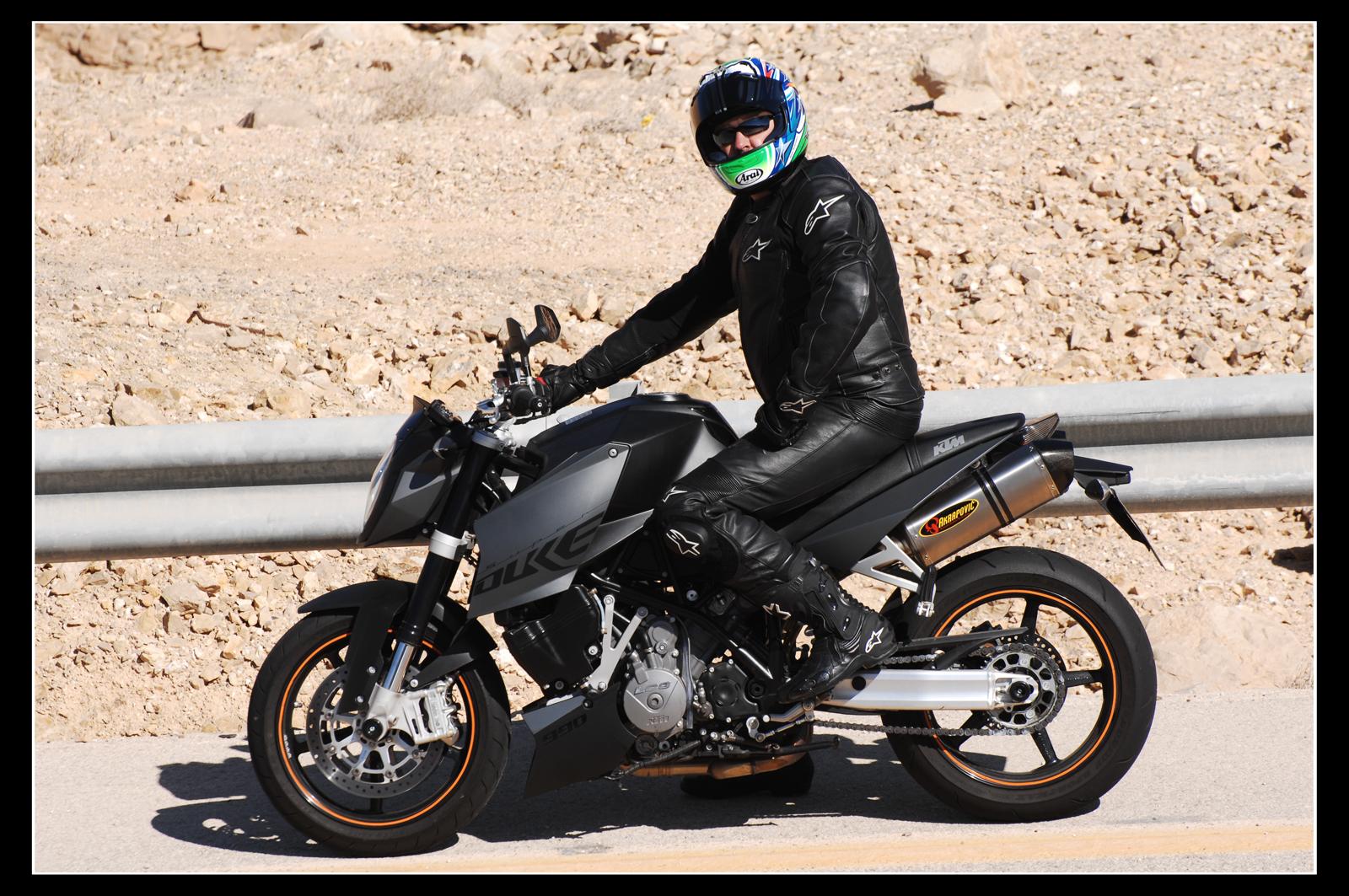 בלתי רגיל מיצו רוכב על KTM Super Duke 990 – מיצו בדרכים VZ-73