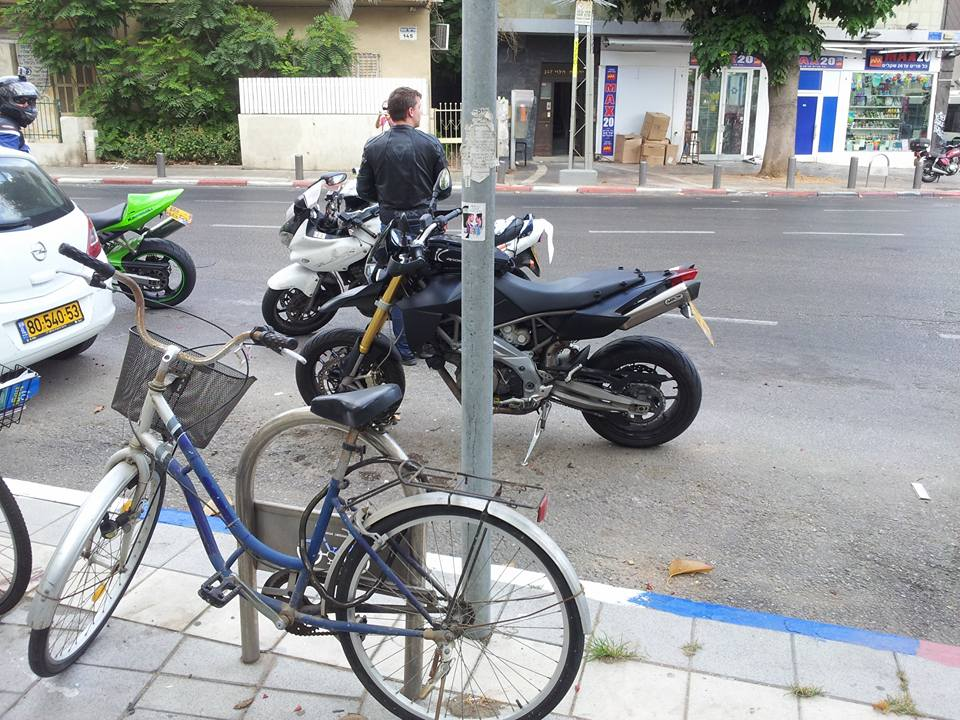 moto-parking-echad-cohen-1