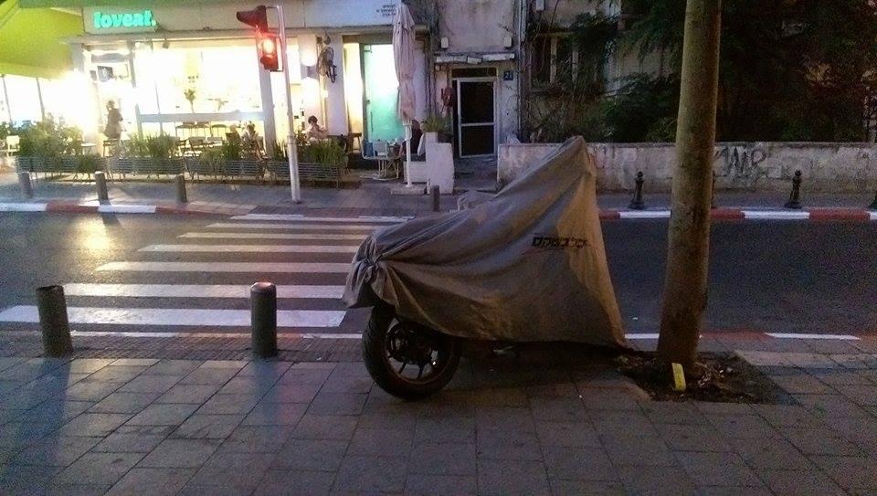 moto-parking-chains-gilad-garon-3