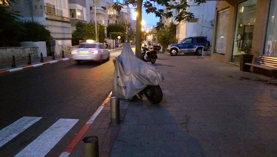 moto-parking-chains-gilad-garon-4